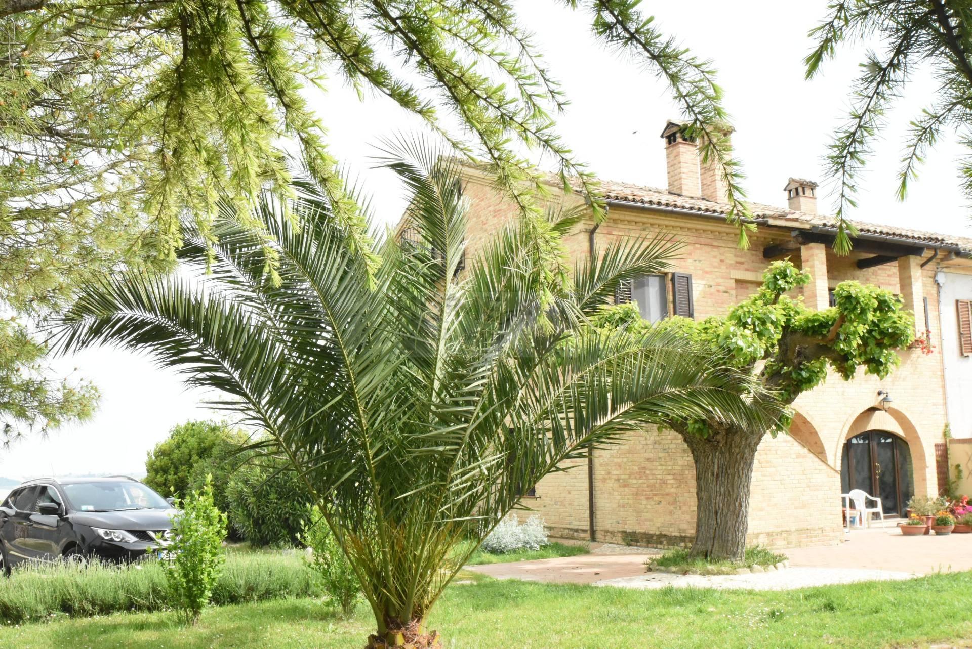 Soluzione Indipendente in vendita a Macerata, 10 locali, zona Zona: Periferia, prezzo € 450.000 | Cambio Casa.it