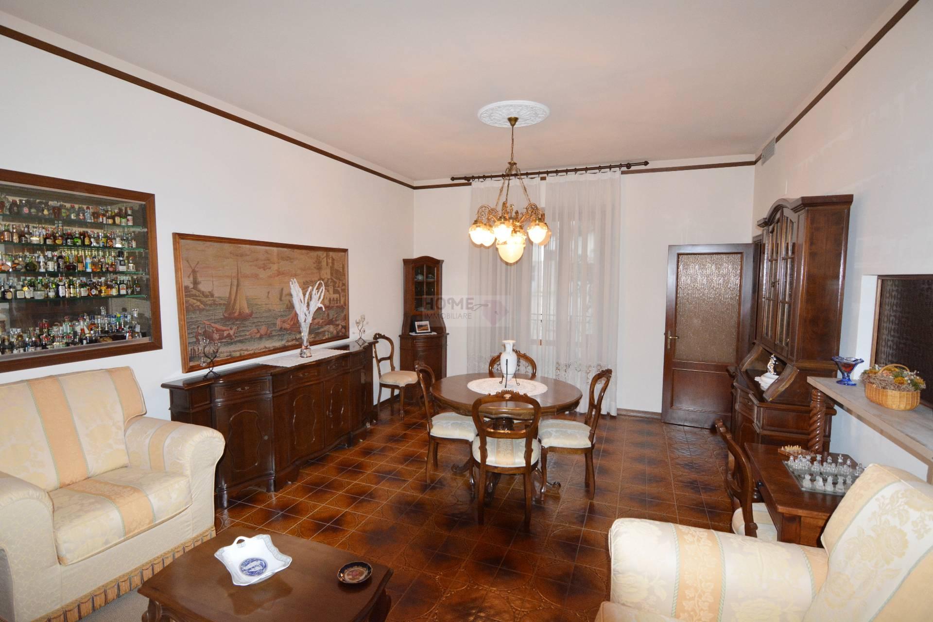 Soluzione Indipendente in vendita a Corridonia, 12 locali, zona Località: zonasemi-centrale, Trattative riservate | Cambio Casa.it