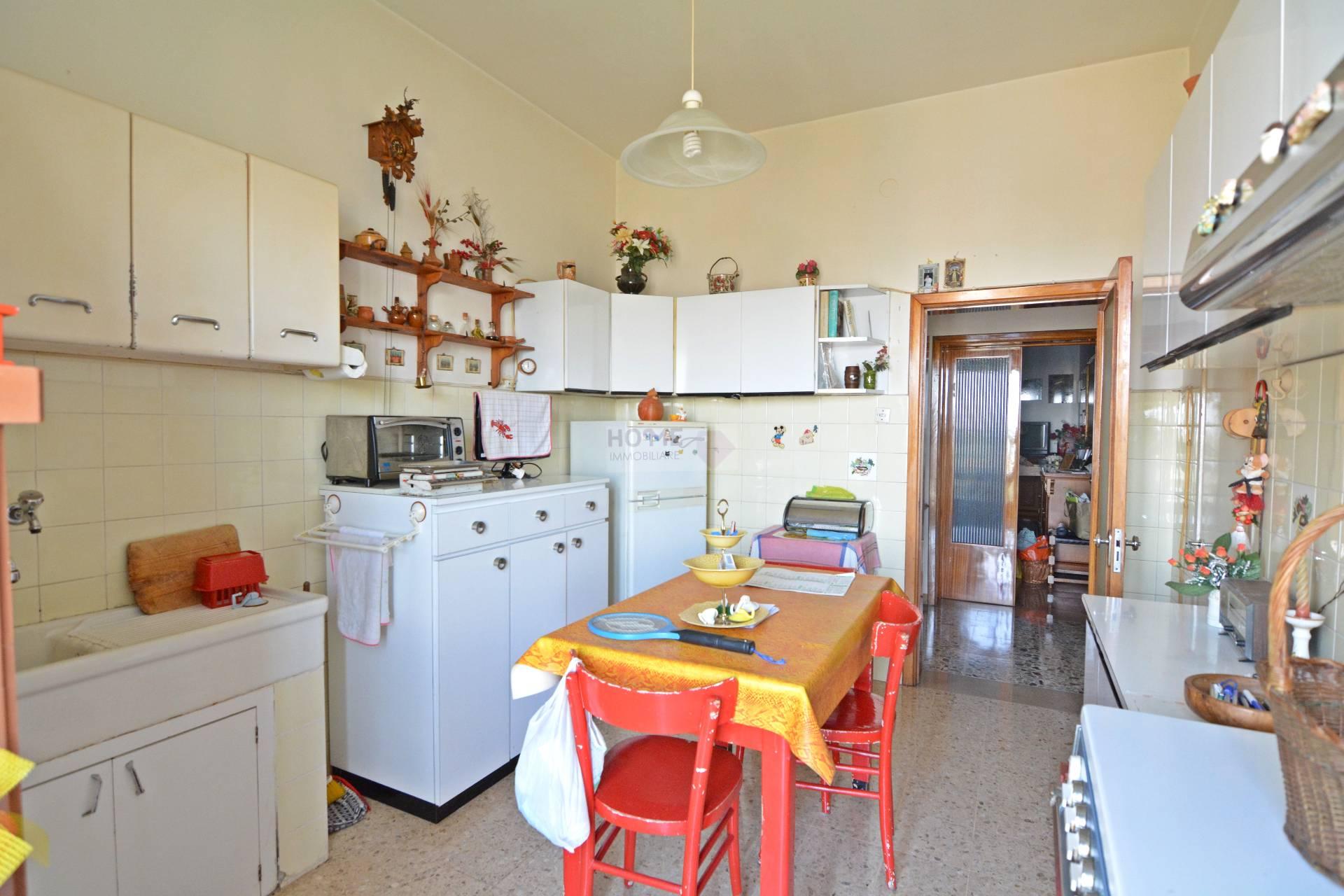 Appartamento in affitto a Macerata, 6 locali, zona Località: ZonaCentrale, prezzo € 540 | Cambio Casa.it