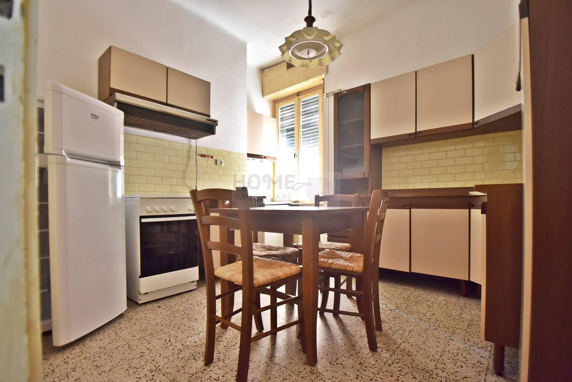 Appartamento in vendita a Macerata, 6 locali, zona Località: ZonaCentrale, prezzo € 75.000 | Cambio Casa.it