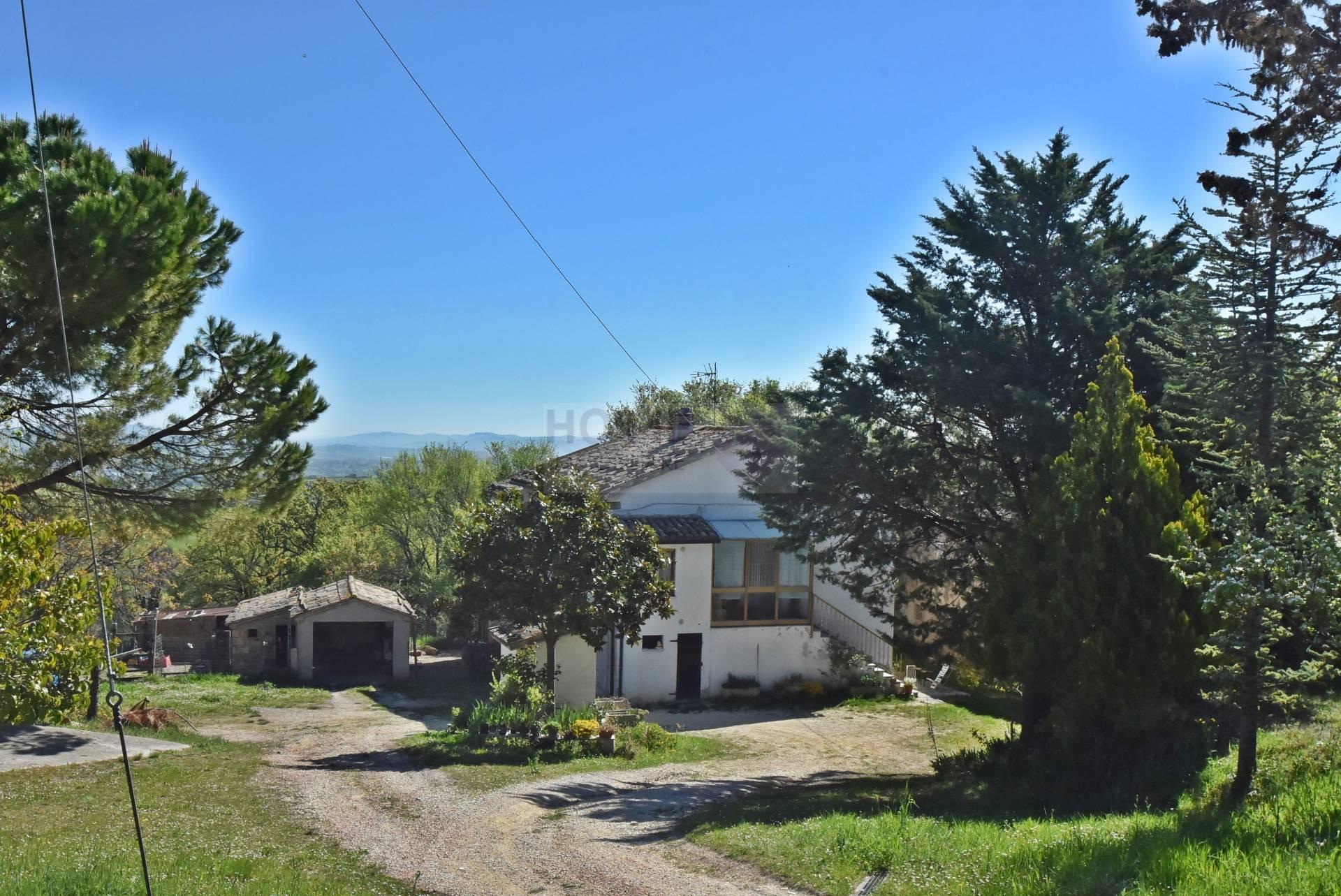 Soluzione Indipendente in vendita a Treia, 8 locali, zona Località: periferia, prezzo € 130.000 | Cambio Casa.it