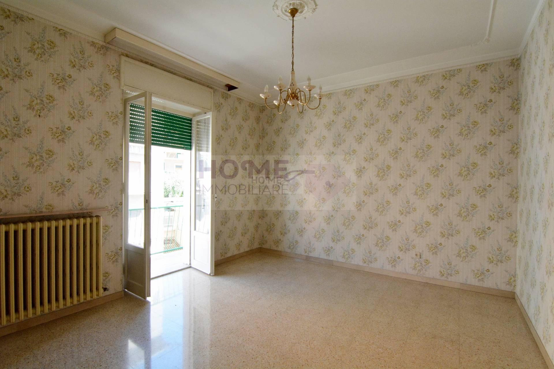 Appartamento in vendita a Macerata, 5 locali, zona Località: ZonaCentrale, prezzo € 85.000 | Cambio Casa.it