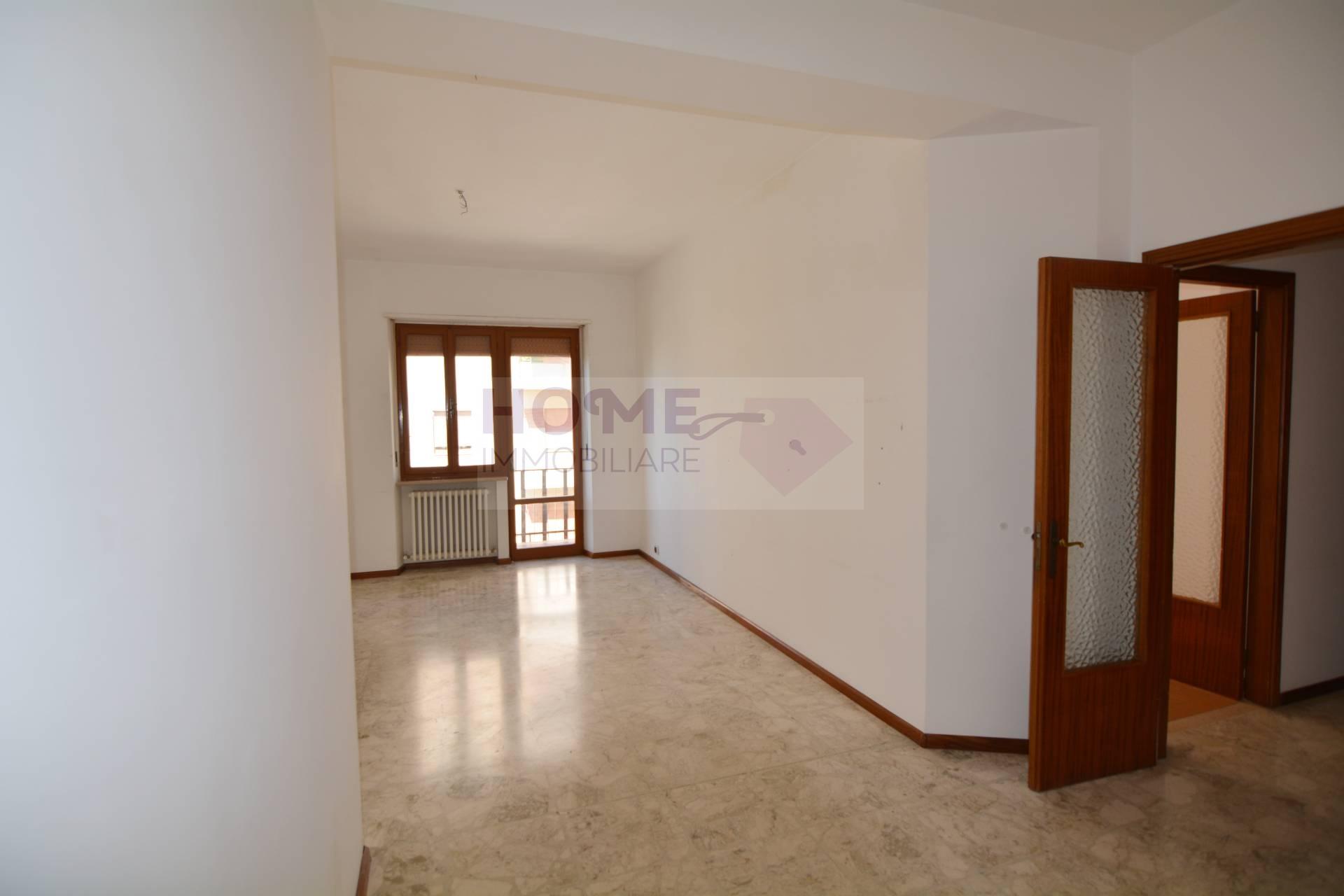 Ufficio / Studio in affitto a Macerata, 9999 locali, zona Località: zonaSanFrancesco, prezzo € 500   Cambio Casa.it