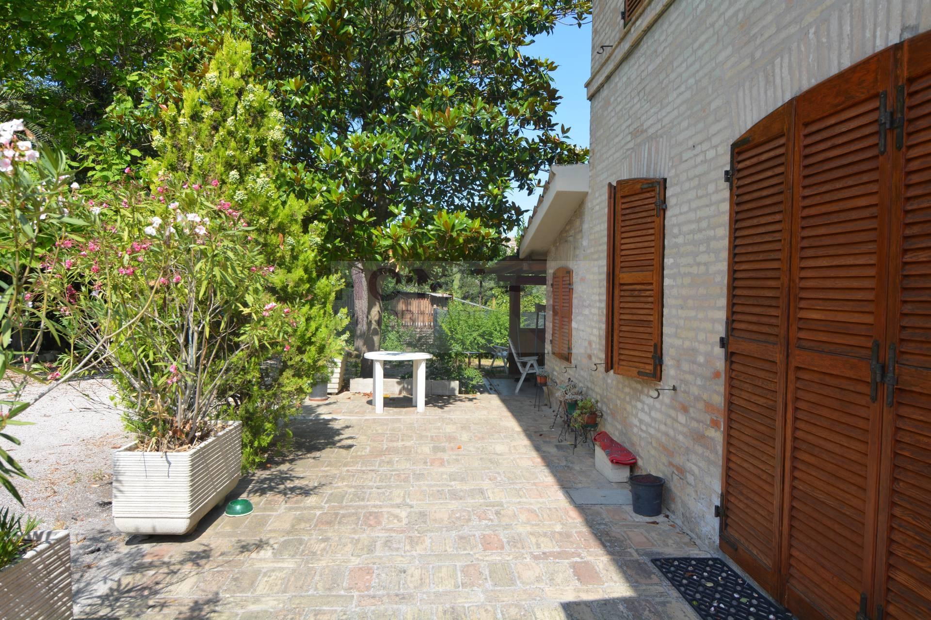 Appartamento in affitto a Macerata, 9 locali, zona Zona: Semicentrale, Trattative riservate | Cambio Casa.it