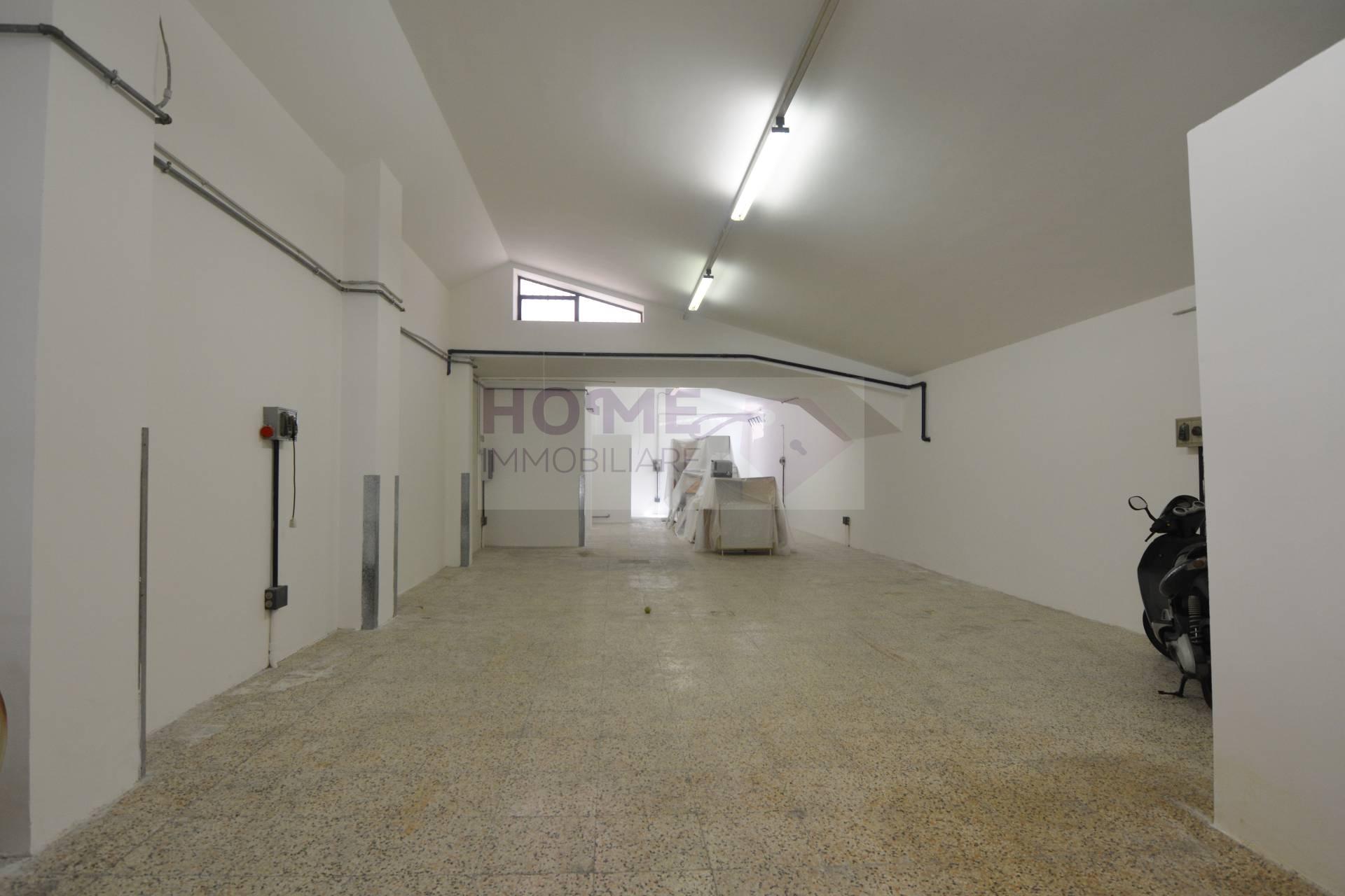 Box / Garage in affitto a Macerata, 2 locali, zona Località: zonaTribunale, prezzo € 600 | Cambio Casa.it