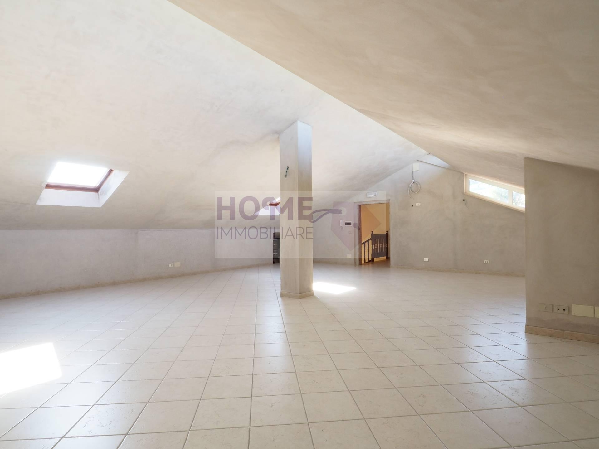 vendita casa indipendente macerata piediripa  380000 euro  12 locali  246 mq