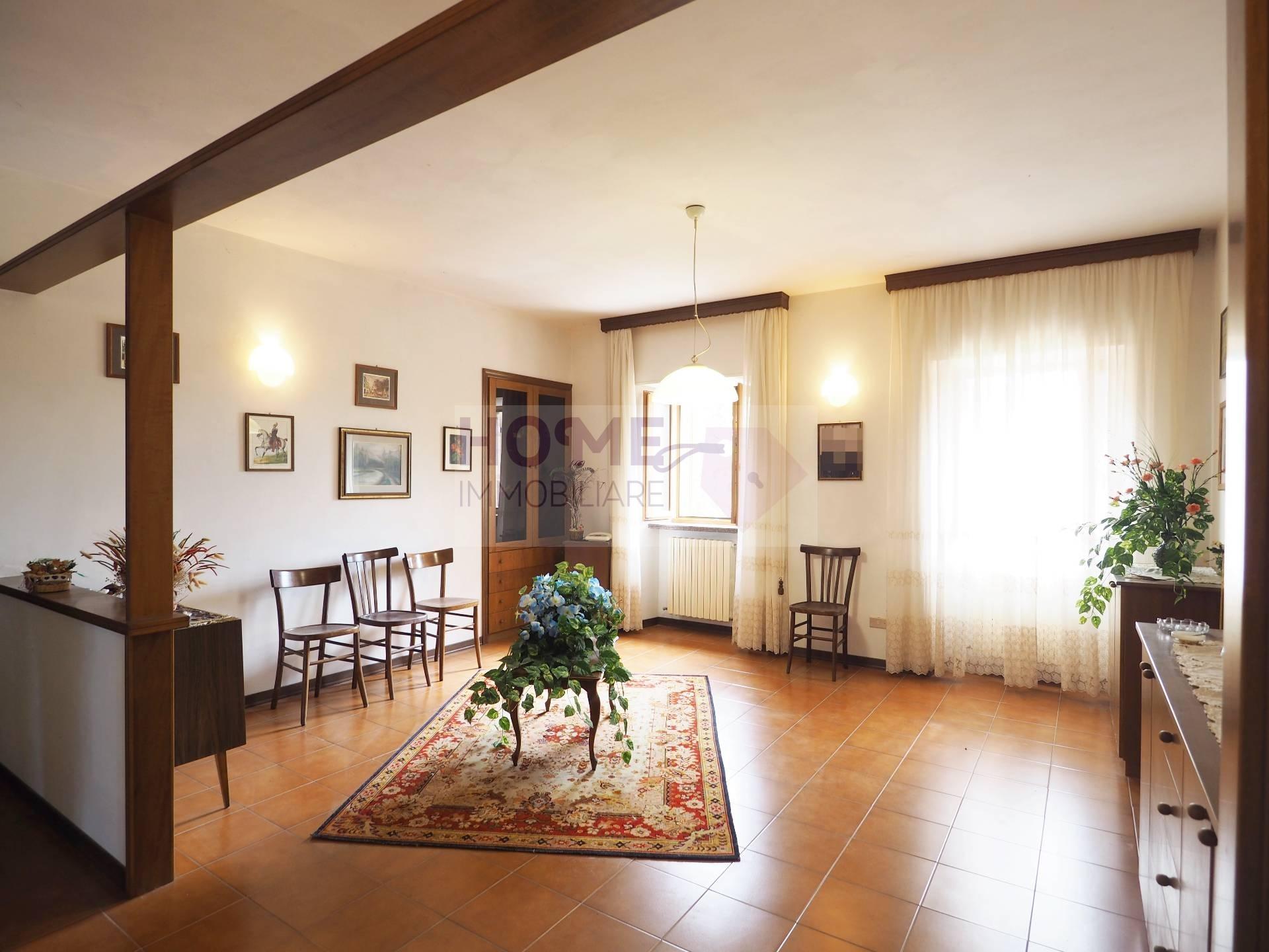 Appartamento in vendita a Treia, 7 locali, zona Località: periferia, prezzo € 120.000 | CambioCasa.it