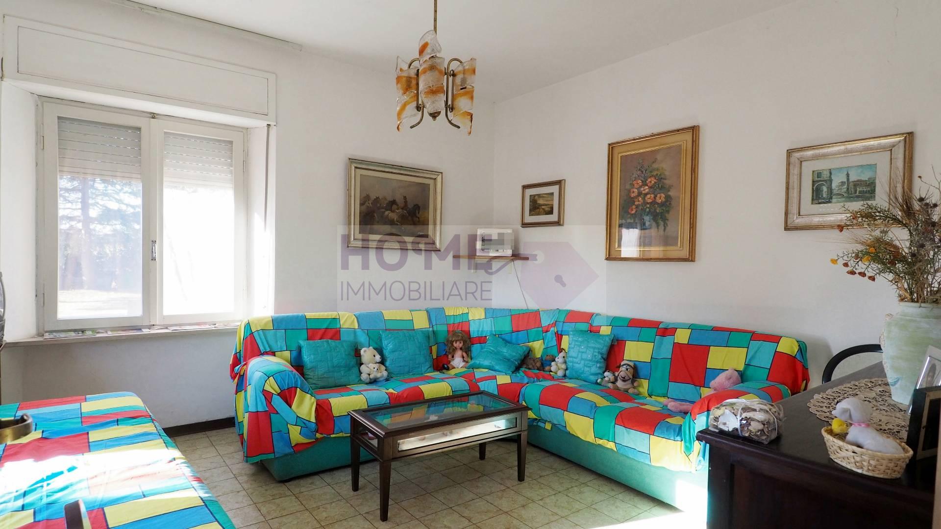 Soluzione Indipendente in vendita a Treia, 5 locali, zona Località: periferia, prezzo € 200.000 | CambioCasa.it