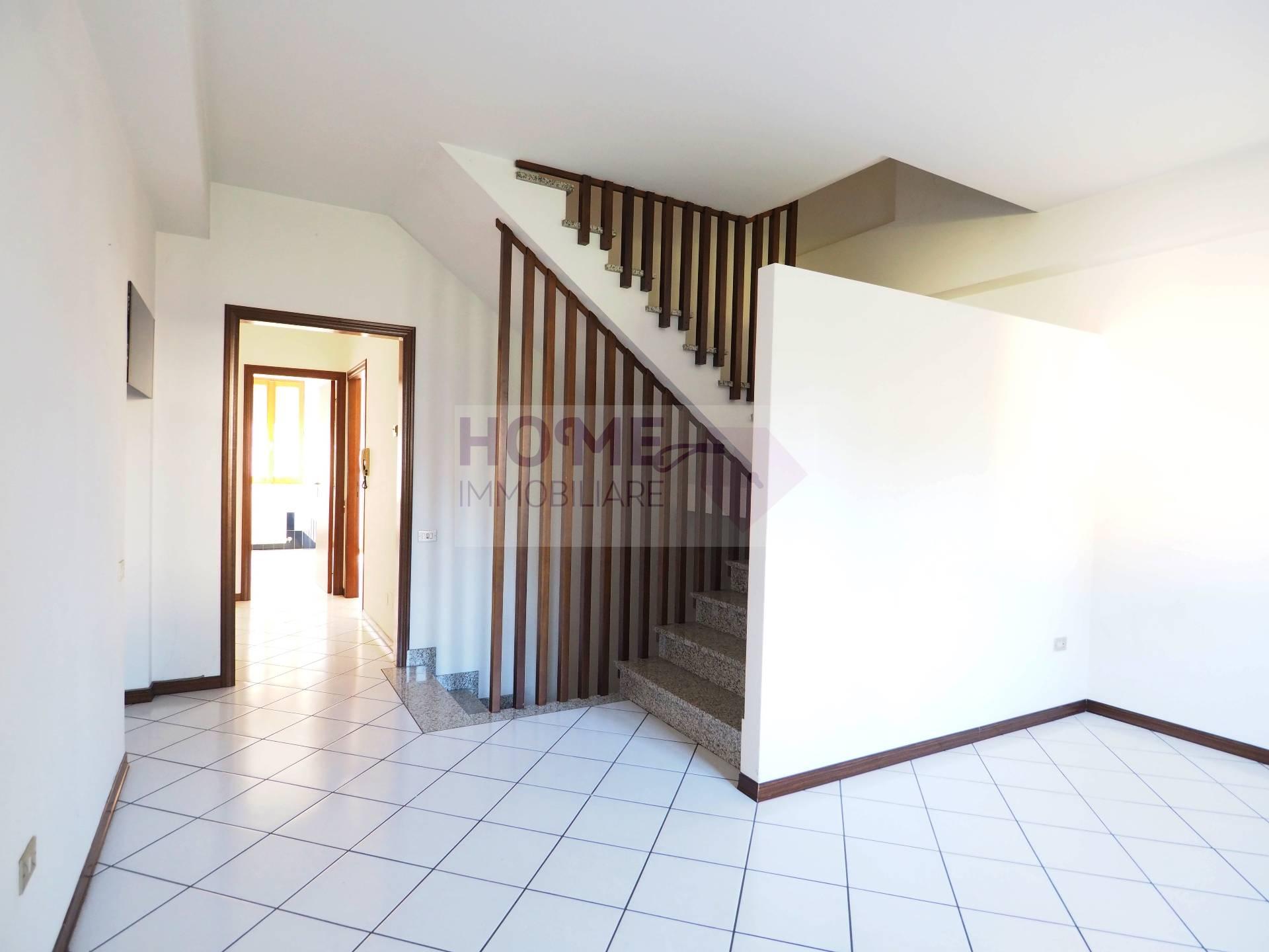 Appartamento in vendita a Treia, 7 locali, zona Località: periferia, prezzo € 95.000 | CambioCasa.it