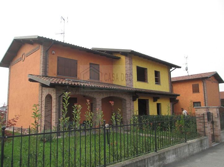 Villa a Schiera in Vendita a Dorno