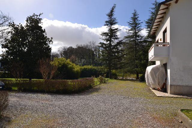 Villa in vendita a Lucca, 9 locali, zona Località: SanQuiricodiMoriano, prezzo € 330.000 | Cambio Casa.it