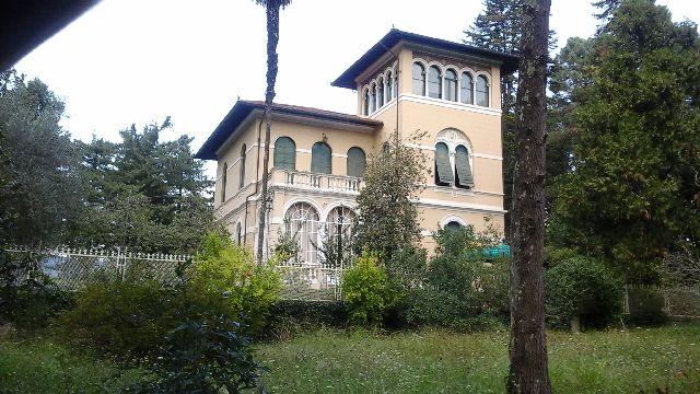 Villa in vendita a Lucca, 10 locali, zona Zona: Periferia, prezzo € 1.450.000 | Cambio Casa.it