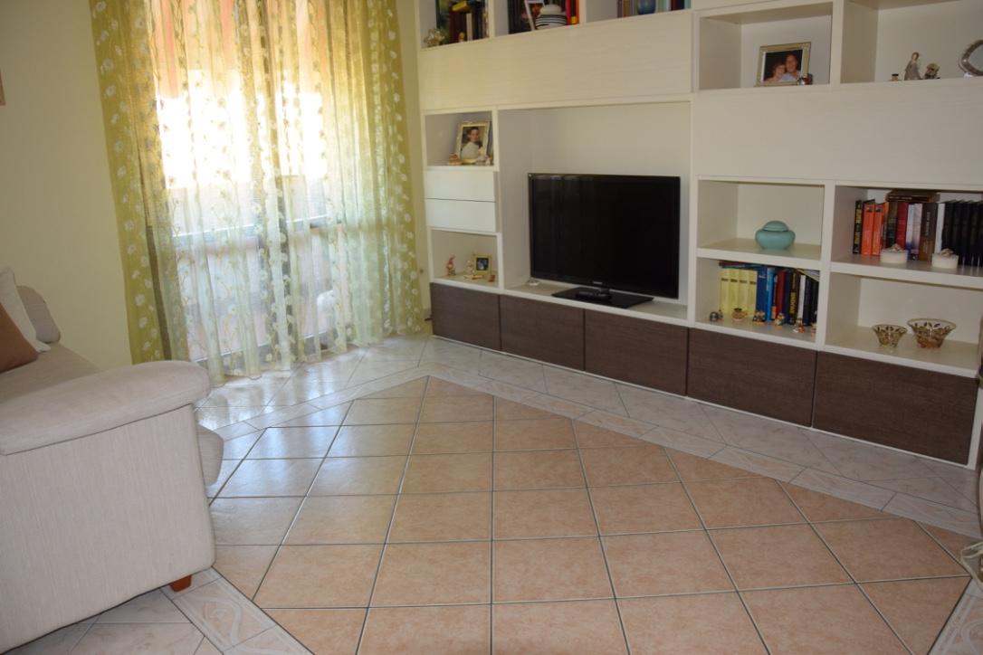 Appartamento in vendita a Lucca, 4 locali, zona Località: SanVito, prezzo € 155.000 | Cambio Casa.it