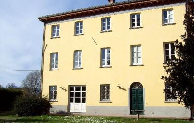 Casale in Vendita a Lucca