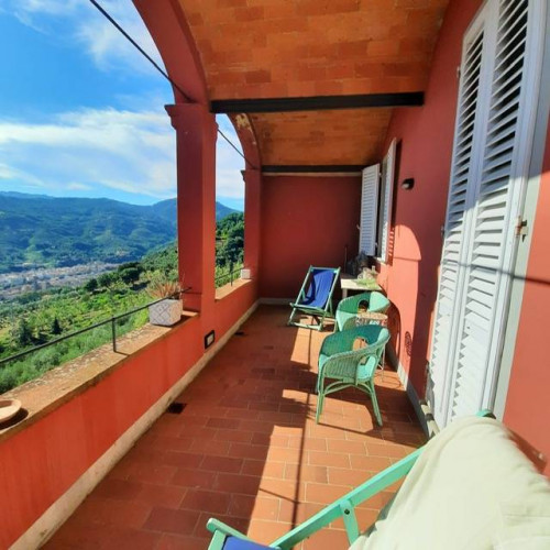 Building for Sale to Pescia