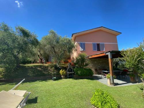 Villa in Vendita a Lucca