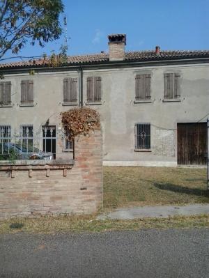 Agriturismo in vendita a Ro, 15 locali, zona Zona: Guarda, prezzo € 130.000 | Cambio Casa.it
