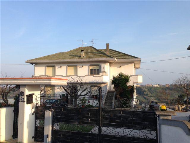 Appartamento in vendita a Torrevecchia Teatina, 5 locali, prezzo € 168.000 | Cambio Casa.it