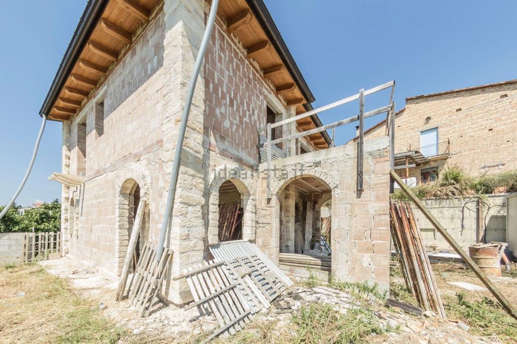 Soluzione Indipendente in vendita a Torrevecchia Teatina, 7 locali, prezzo € 190.000   Cambio Casa.it