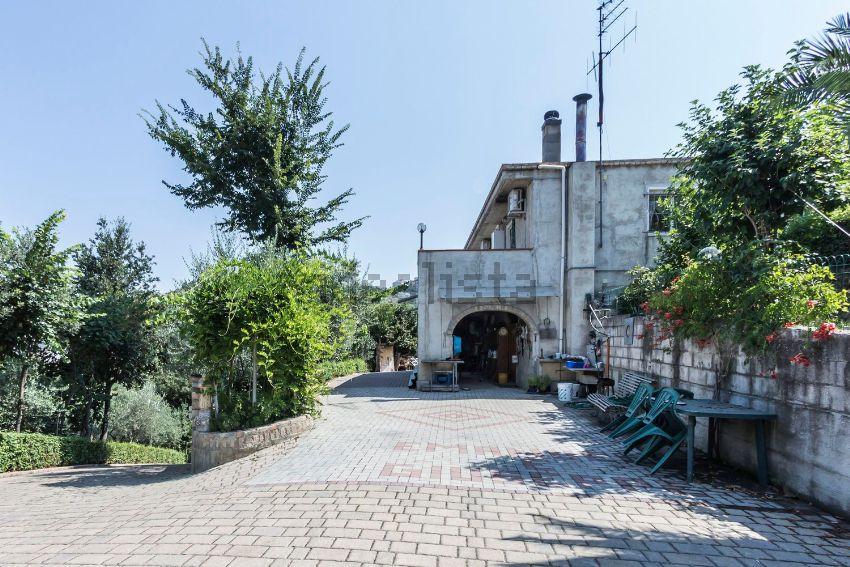 Soluzione Indipendente in vendita a Chieti, 6 locali, prezzo € 210.000 | Cambio Casa.it