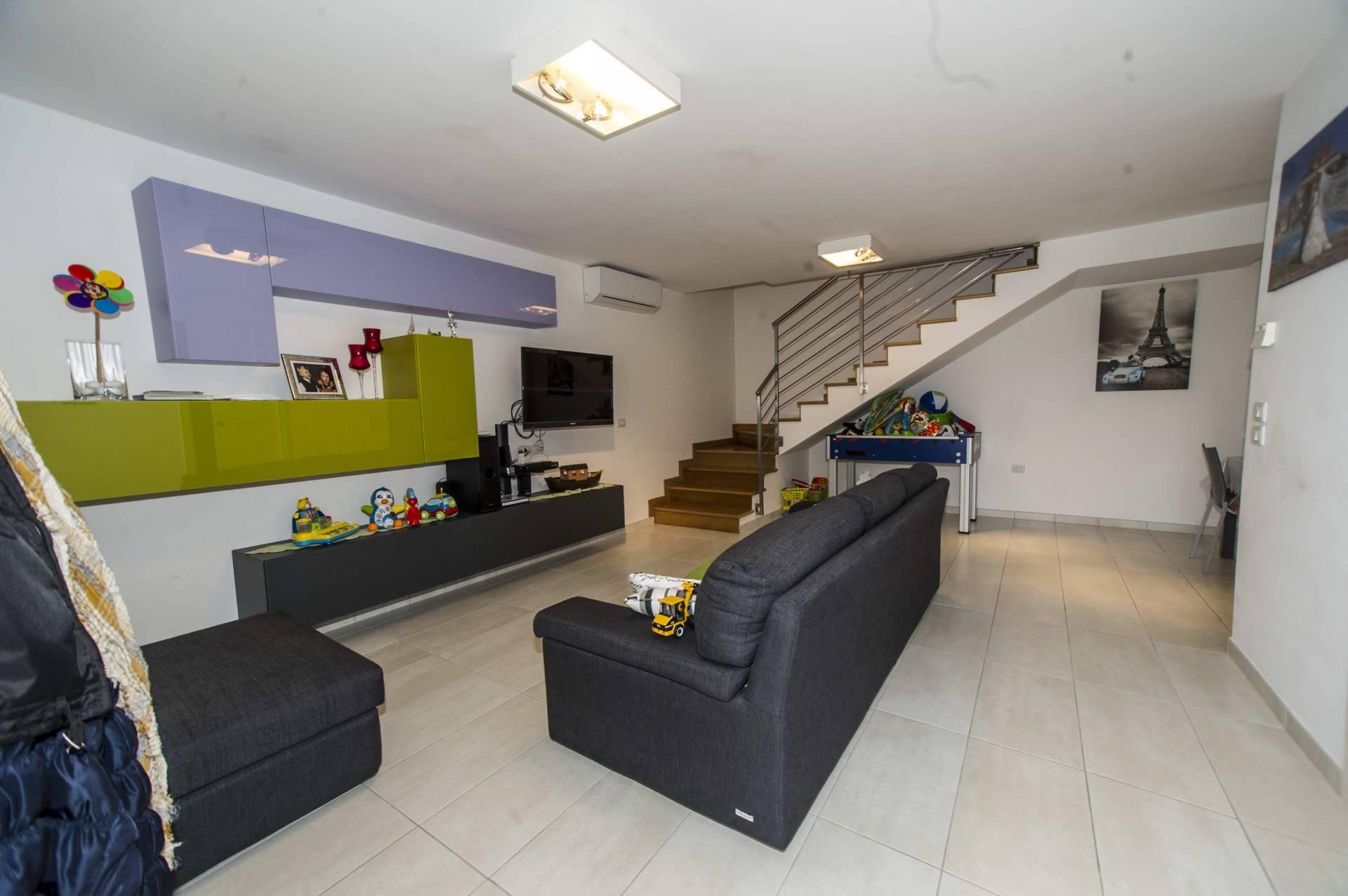 Villa a Schiera in vendita a Casalincontrada, 6 locali, prezzo € 142.000 | Cambio Casa.it