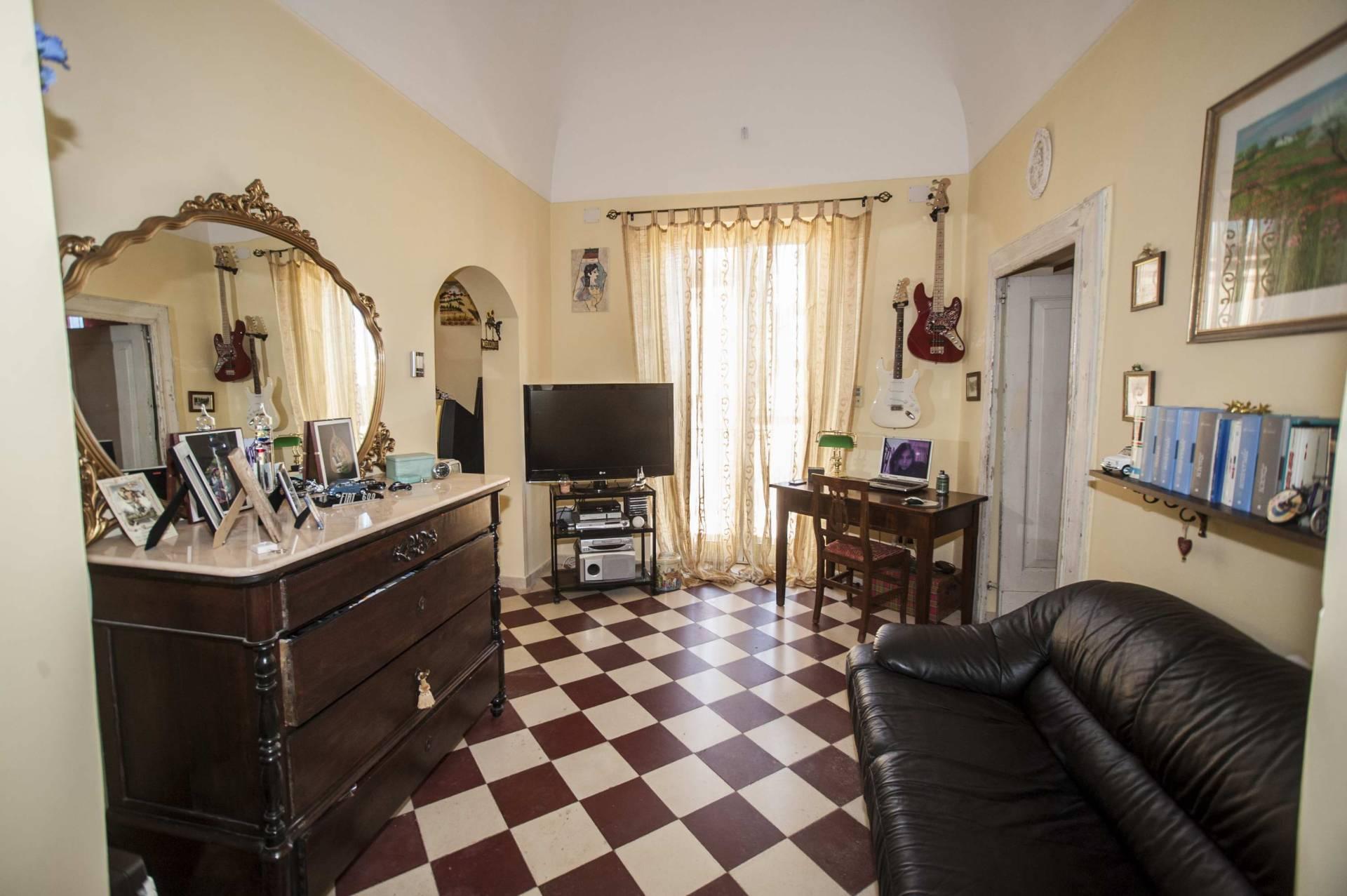 Appartamento in vendita a Chieti, 4 locali, zona Località: Centrostorico, prezzo € 60.000 | PortaleAgenzieImmobiliari.it