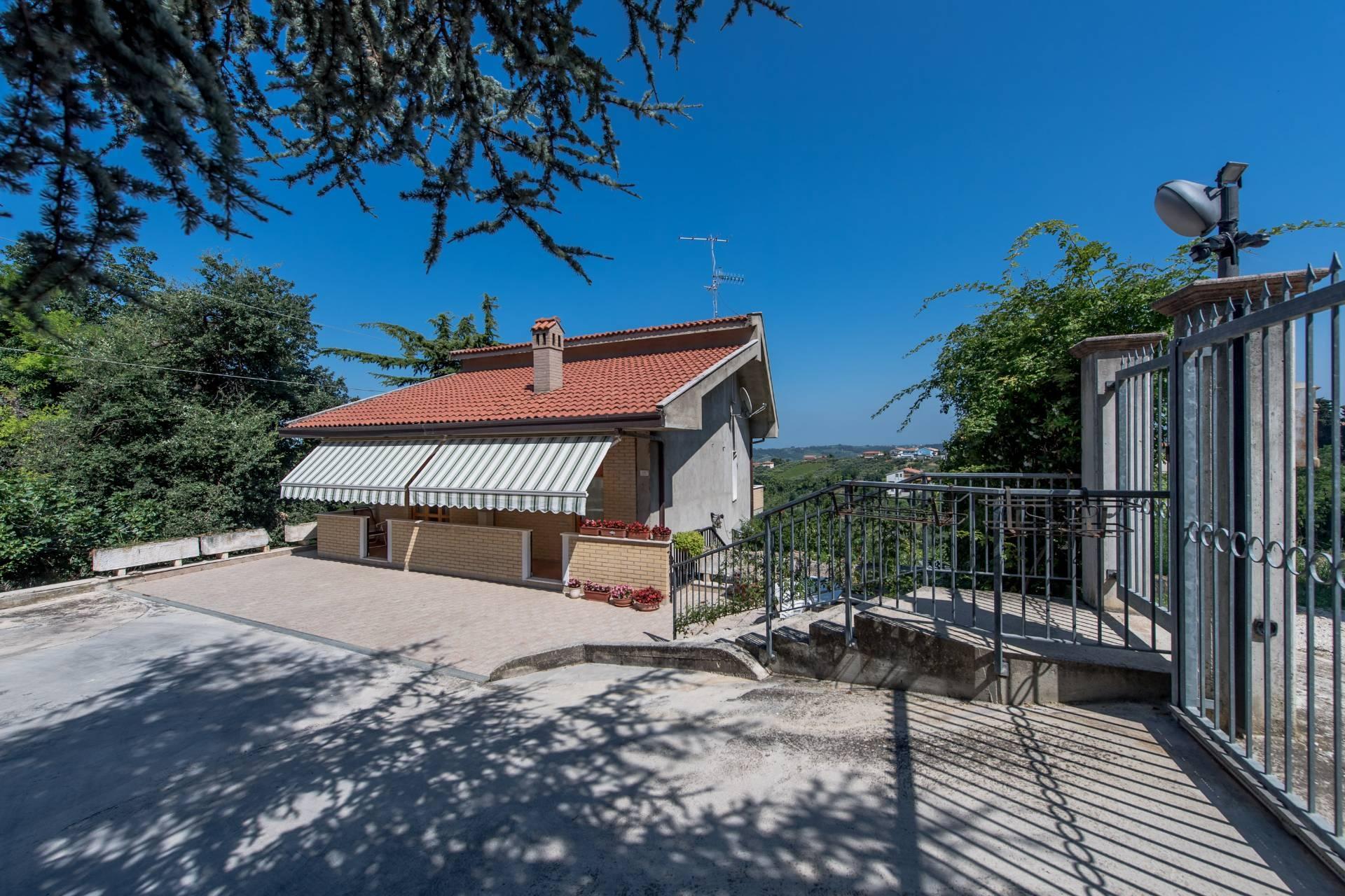 Soluzione Indipendente in vendita a Villamagna, 9 locali, prezzo € 169.000 | CambioCasa.it