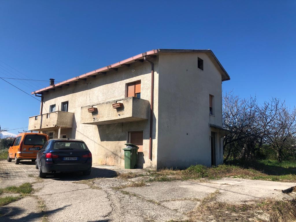 Soluzione Indipendente in vendita a Giuliano Teatino, 7 locali, prezzo € 58.000 | CambioCasa.it