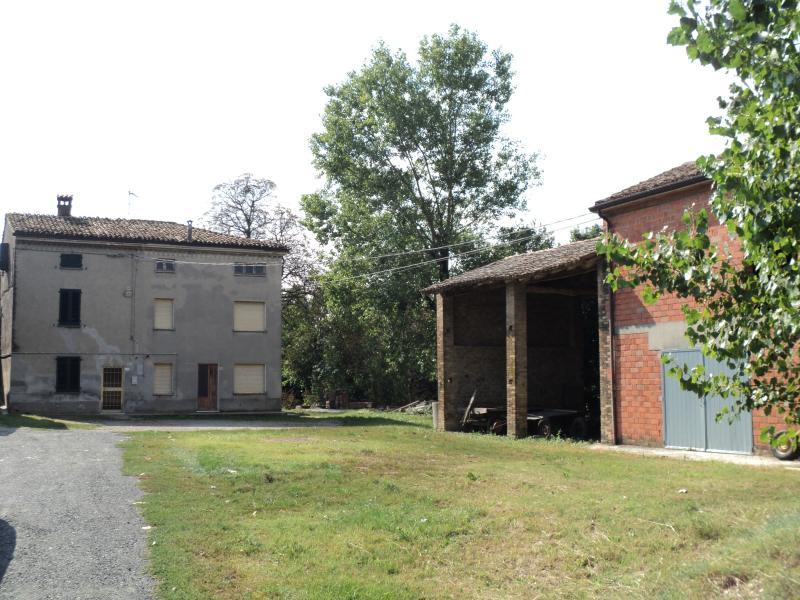 Rustico / Casale in Vendita a Alseno