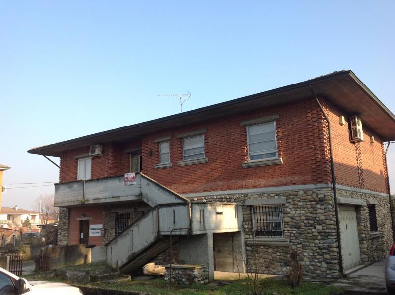 Villa in vendita a Monticelli d'Ongina, 4 locali, zona Località: SanNazzaro, Trattative riservate | Cambio Casa.it