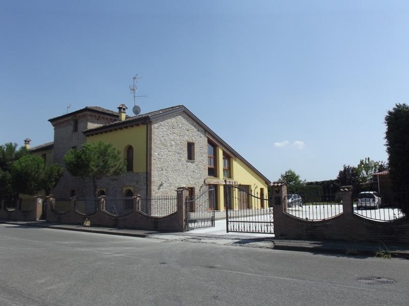 Villa Bifamiliare in vendita a Fiorenzuola d'Arda, 4 locali, Trattative riservate | Cambio Casa.it