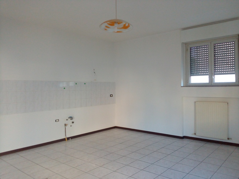 Appartamento in affitto a Cadeo, 3 locali, zona Zona: Fontanafredda, prezzo € 380 | Cambio Casa.it