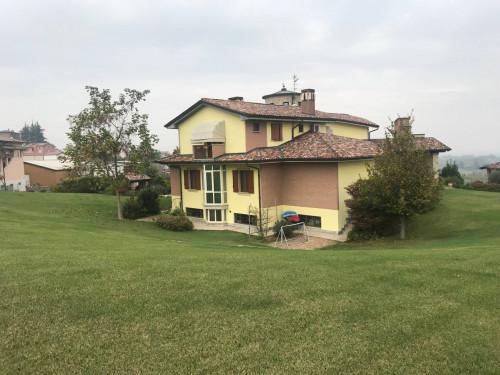 Villa in Vendita a Ziano Piacentino