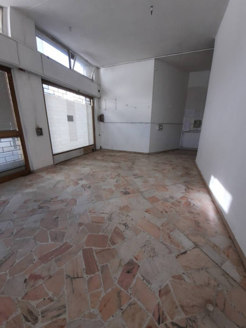Negozio in Affitto a Fiorenzuola d'Arda