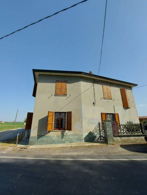 Casa semindipendente in Vendita a Carpaneto Piacentino