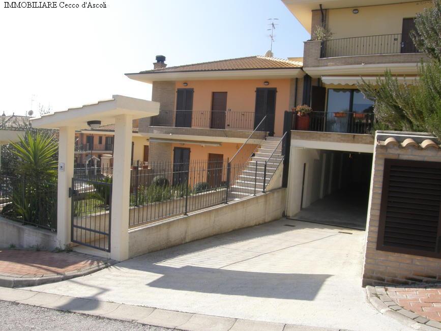 Appartamento in vendita a Monsampolo del Tronto, 5 locali, zona Località: StelladiMonsampolo, prezzo € 165.000 | Cambio Casa.it