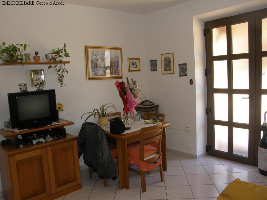 Appartamento in vendita a Ascoli Piceno, 6 locali, zona Zona: Venagrande, prezzo € 130.000 | Cambio Casa.it