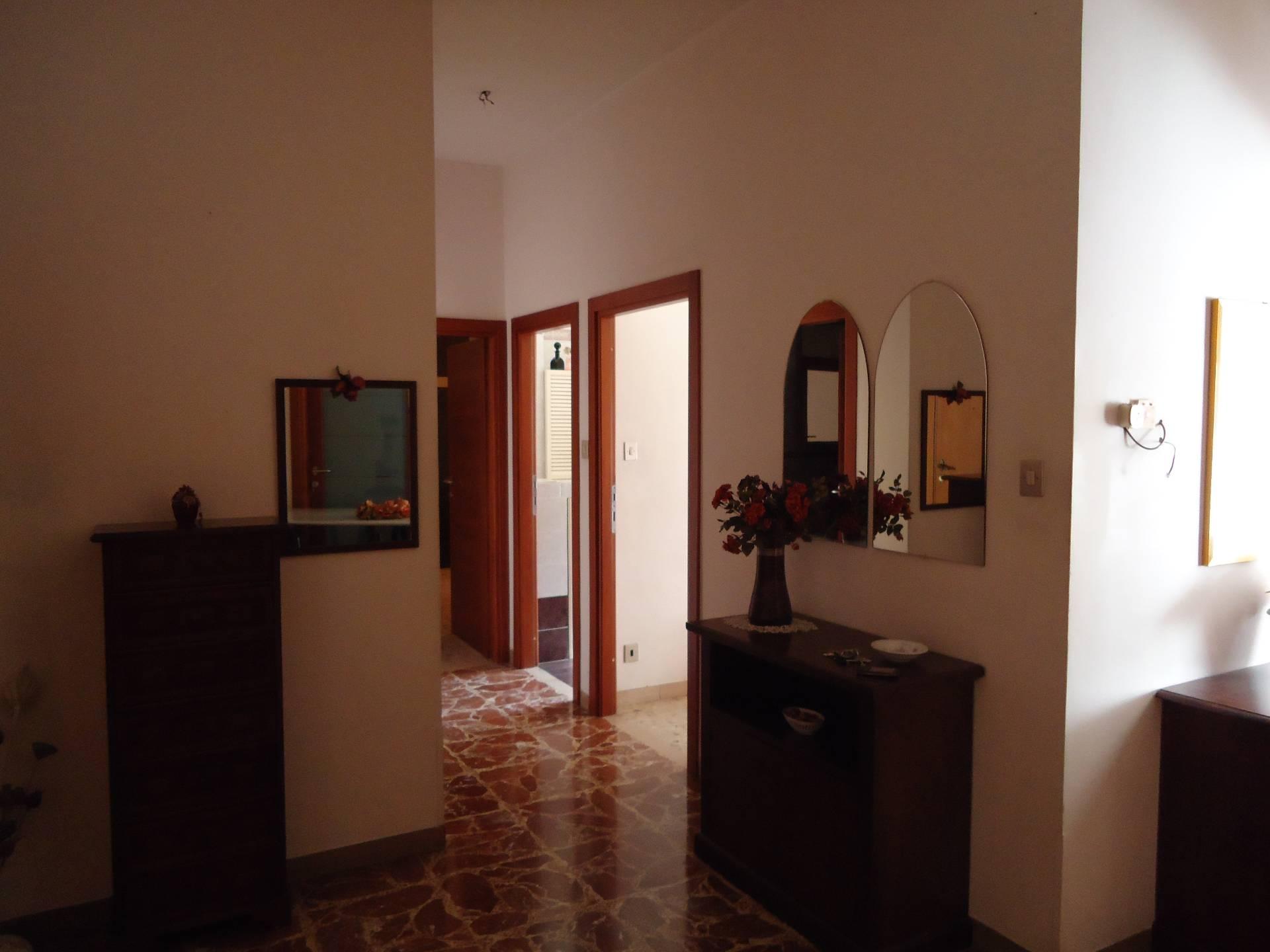 Appartamento in vendita a Ascoli Piceno, 7 locali, prezzo € 180.000 | Cambio Casa.it