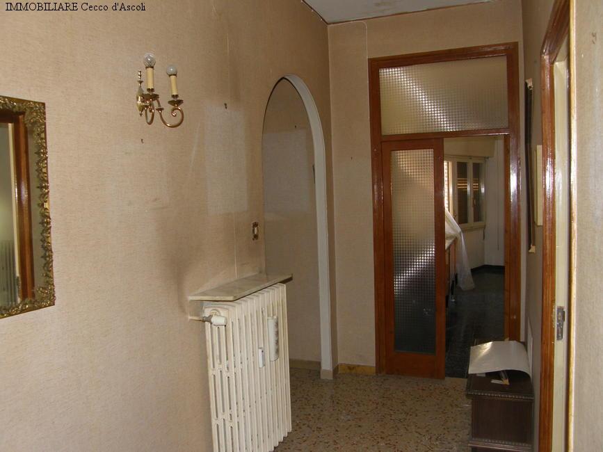 Appartamento in vendita a Ascoli Piceno, 6 locali, zona Località: PiazzaImmacolata, prezzo € 140.000 | Cambio Casa.it