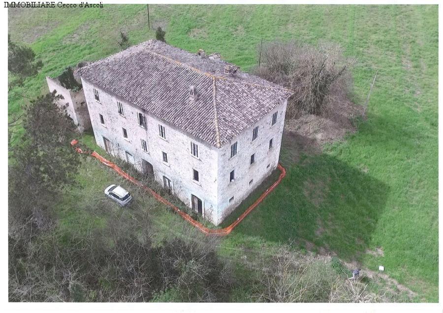 Casa indipendente in vendita a Mozzano, Ascoli Piceno (AP)