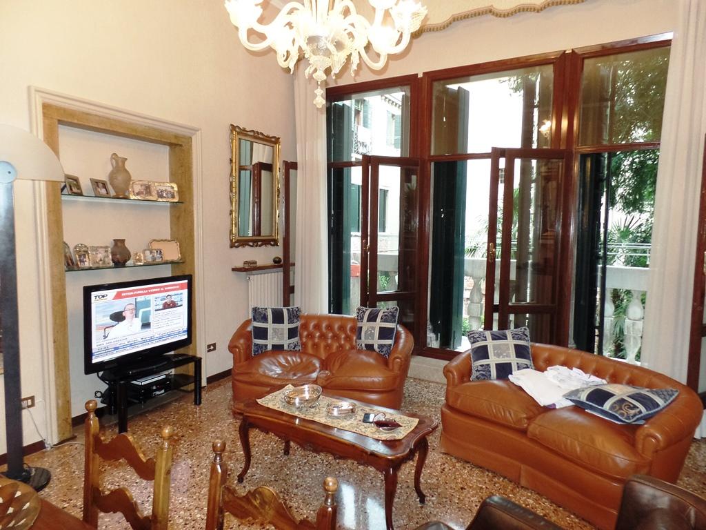 vendita appartamento venezia san polo  900000 euro  6 locali  145 mq