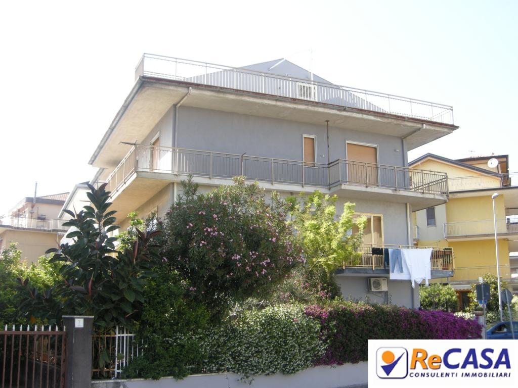 Appartamento in affitto a Bellizzi, 4 locali, zona Località: Centro, prezzo € 500 | Cambio Casa.it