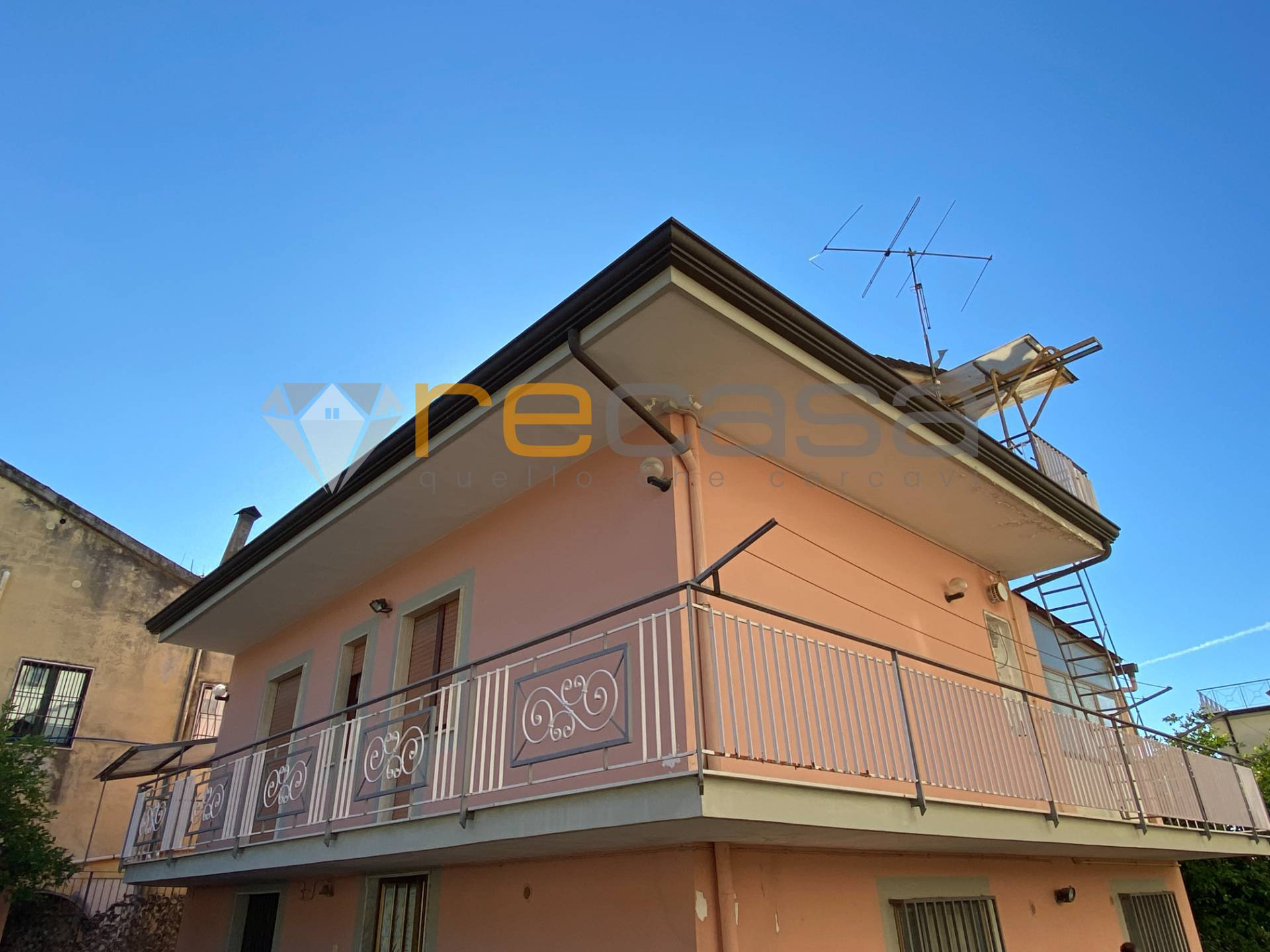 Soluzione Indipendente in vendita a Pontecagnano Faiano, 8 locali, zona Zona: Pontecagnano, prezzo € 169.000 | CambioCasa.it