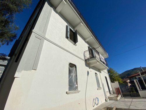 Appartamento con giardino in Vendita a Montecorvino Rovella
