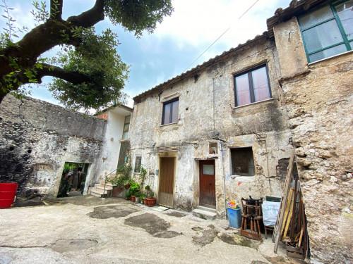 Porzione di casa in Vendita a Giffoni Valle Piana