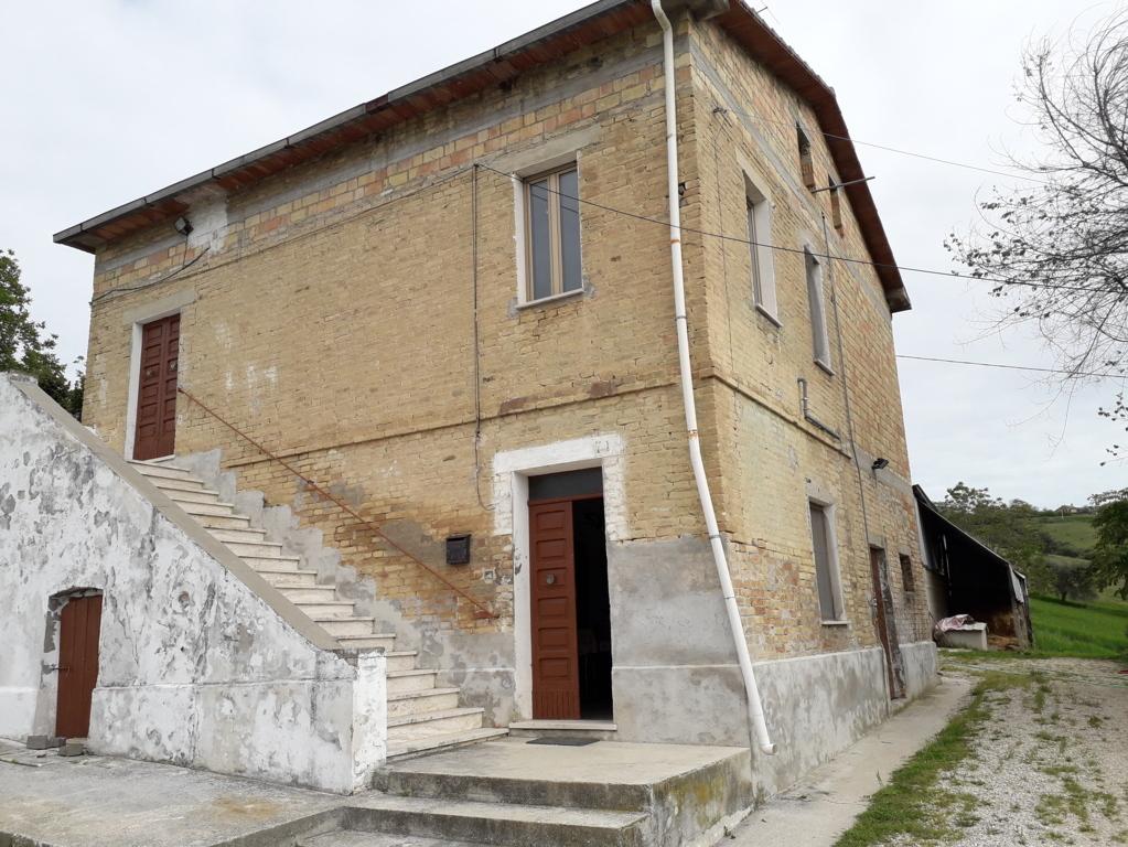 Ufficio / Studio in affitto a Colonnella, 3 locali, prezzo € 350   CambioCasa.it