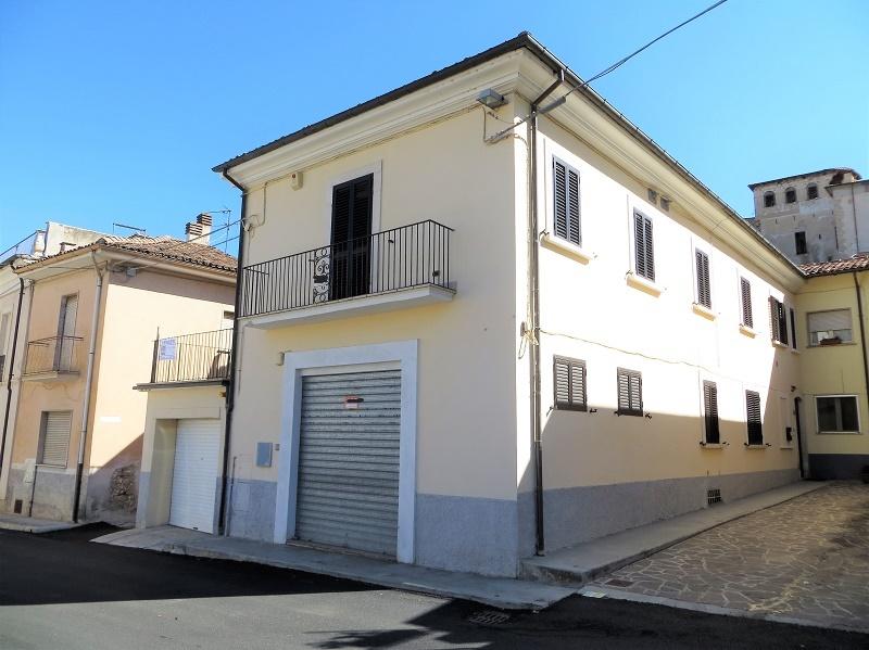 Appartamento in vendita a San Demetrio ne' Vestini, 4 locali, zona Località: SanDemetrioNeVestini, prezzo € 105.000 | CambioCasa.it