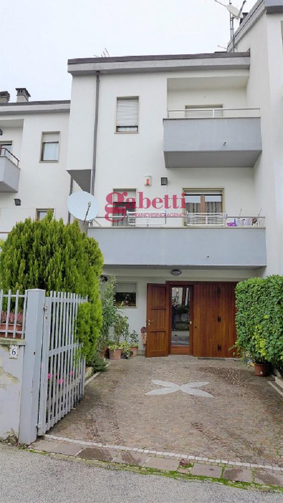 Villa a Schiera in vendita a L'Aquila, 4 locali, zona Località: S.Elia, prezzo € 180.000 | PortaleAgenzieImmobiliari.it