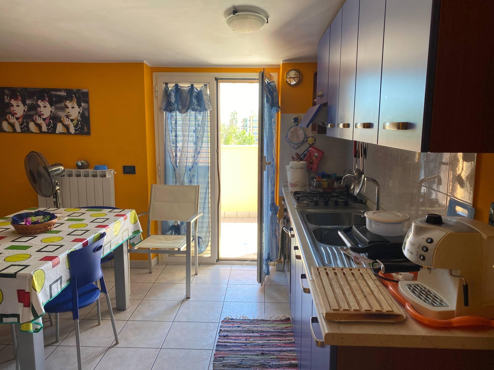 Appartamento in affitto a Alba Adriatica, 3 locali, zona Località: ZonaMare, prezzo € 400 | CambioCasa.it