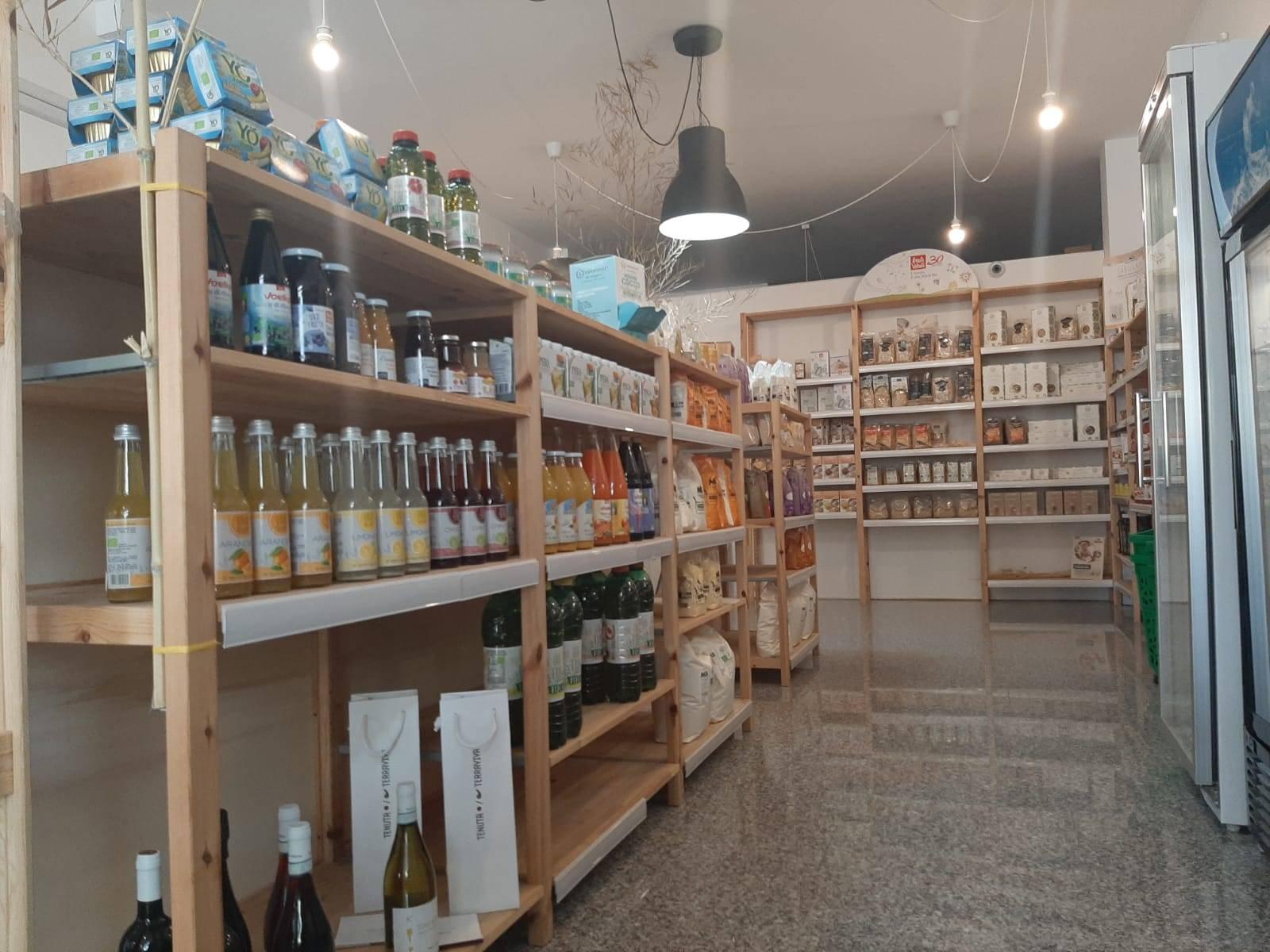 Attività / Licenza in vendita a Tortoreto, 9999 locali, zona Località: TortoretoLido, prezzo € 25.000   CambioCasa.it